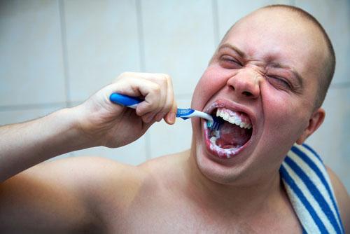 sert fırçalama